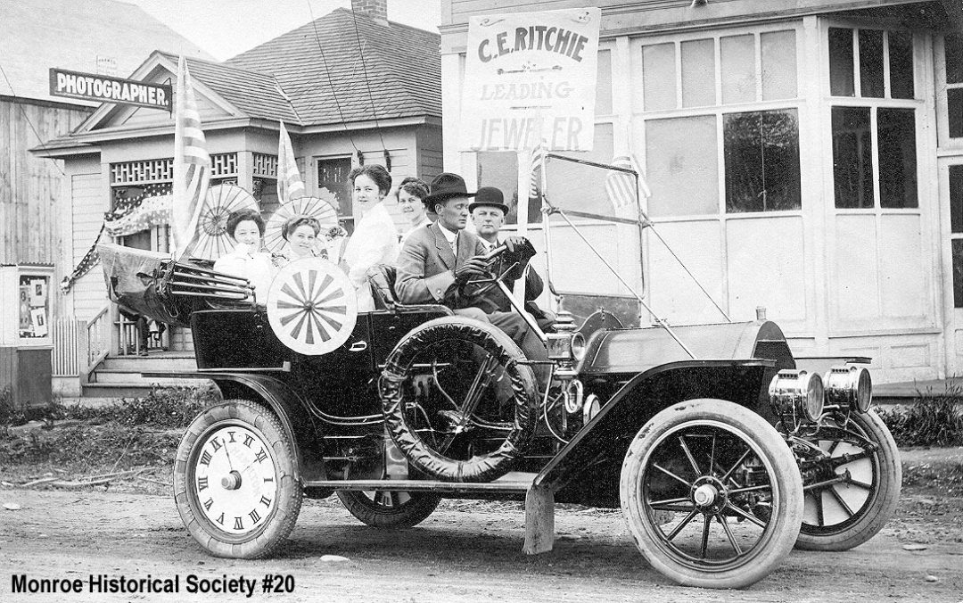 0020 – Cadillac in July 4th Parade of 1910 on South Lewis Street
