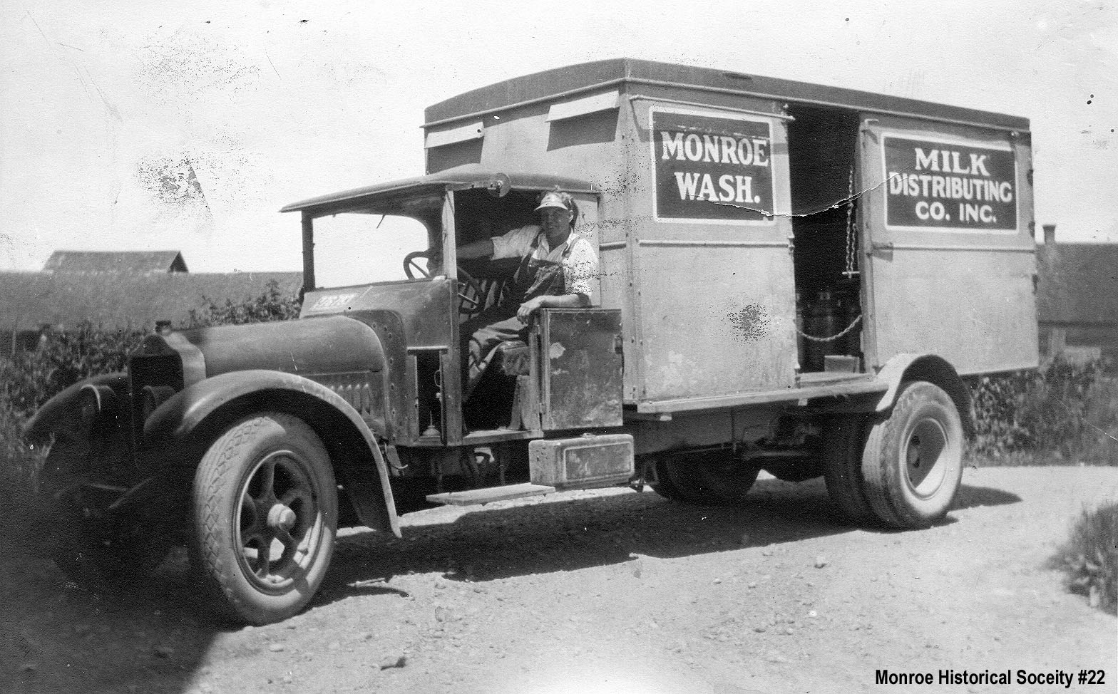 0022 – Monroe Milk Distributing Co. truck