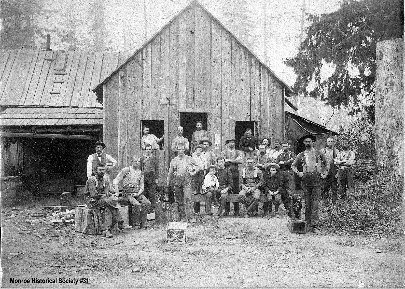 0031 – Cookhouse and staff of Little High Rock Mill c1900
