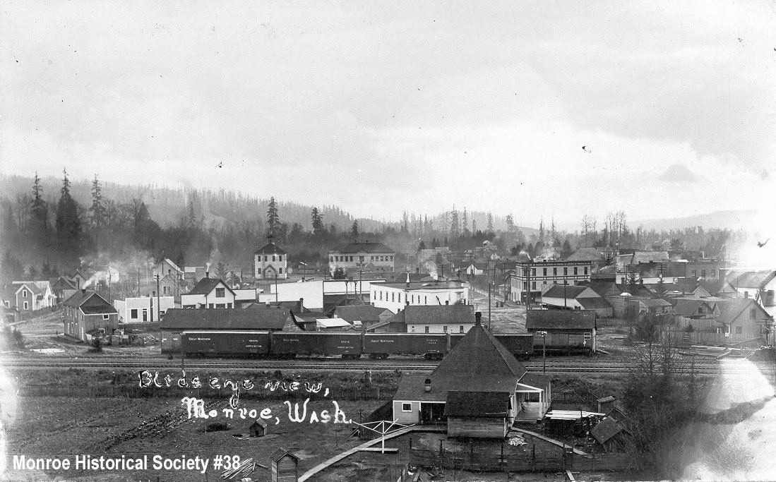 0038 – Birdseye view of Monroe centered on Ferry Street c1906