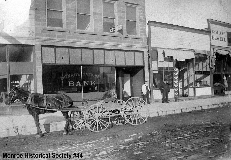 0044 – Monroe National Bank and a horse and buggy