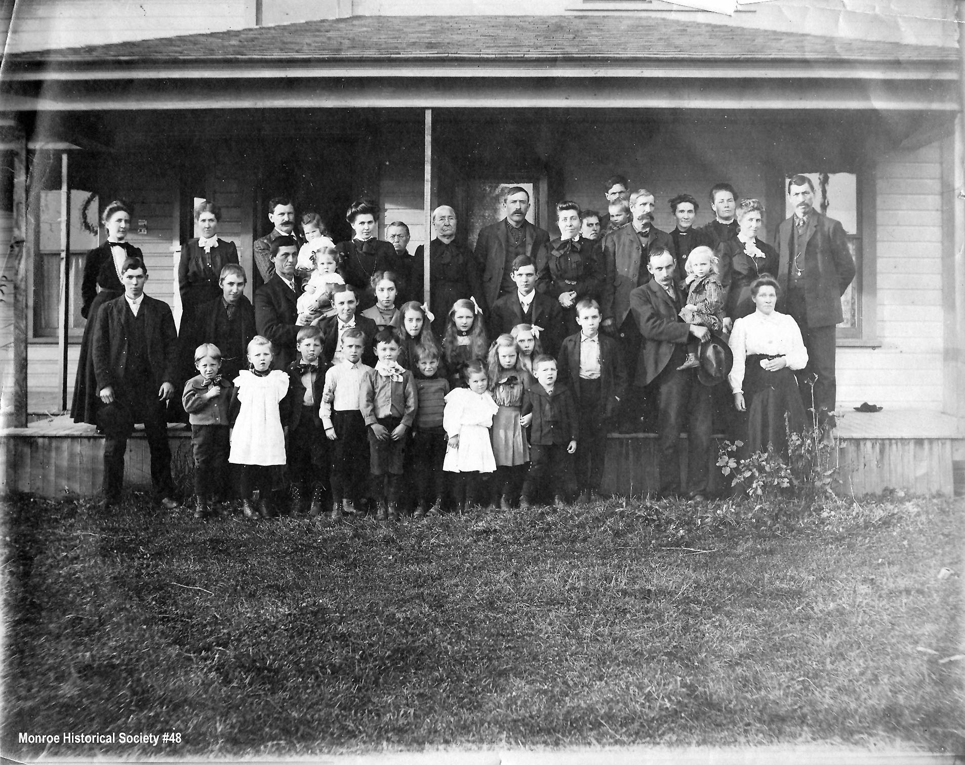 0048 – Group photo at the Odell Place c 1904