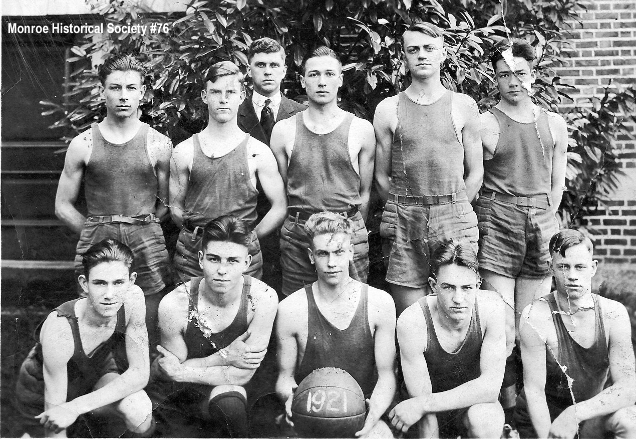 0076 – The 1921 Monroe High School Basketball Team that beat Everett