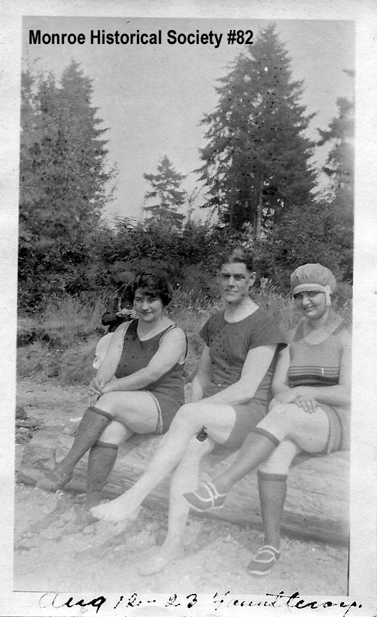 0082 – Katharine Dennis in a bathing suit in 1923 at Fauntleroy