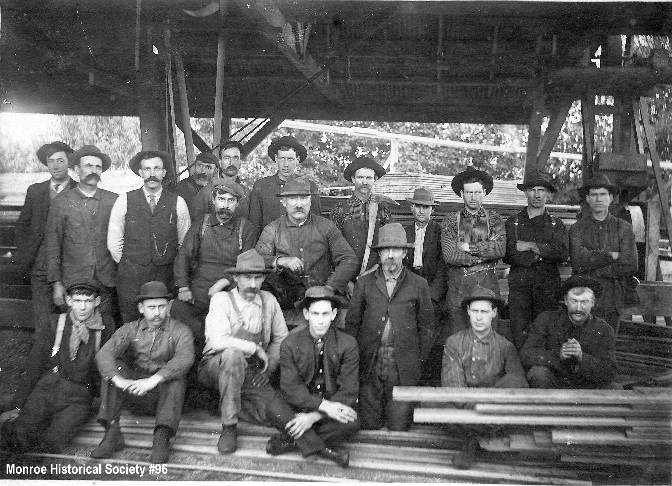 0096 – Crew at Morgan's Water Power Mill, Snohomish